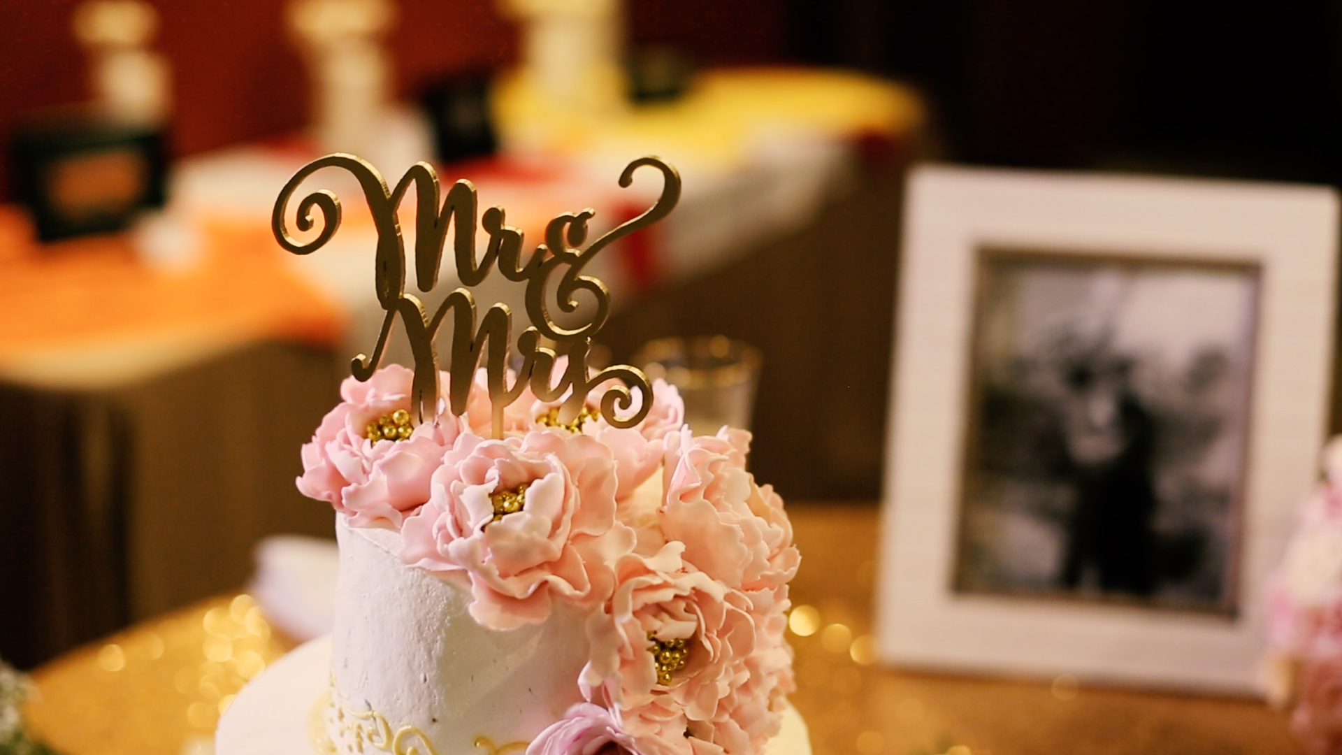 We were loving this gold cake topper.
