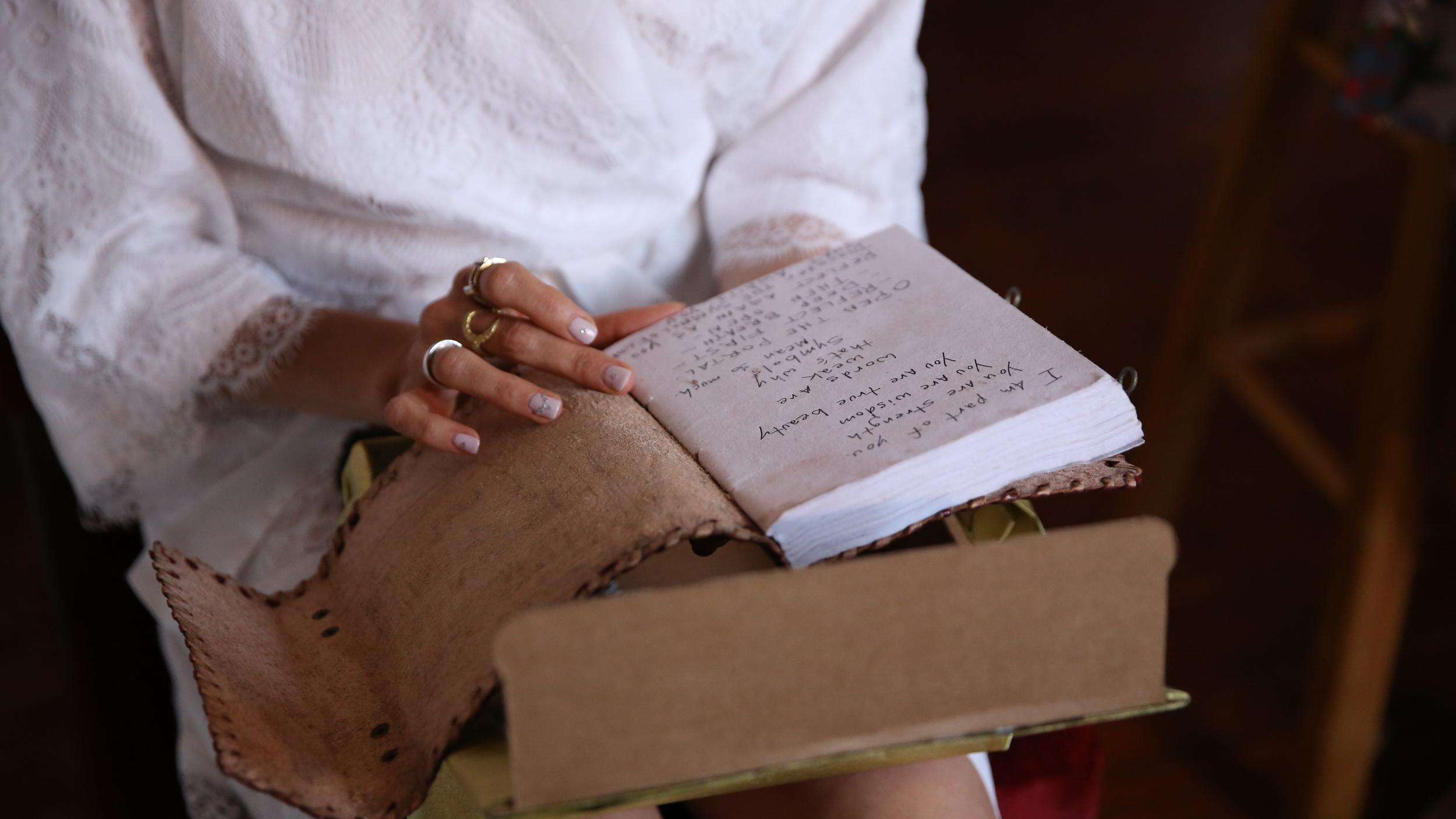 Handwritten notes make the best wedding presents.