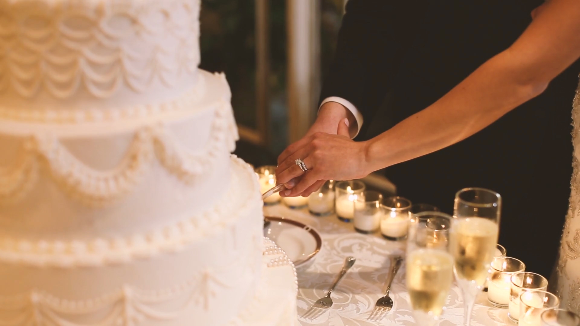 We love how the Haydel's wedding cake glowed with all of the tea light candles surrounding it.