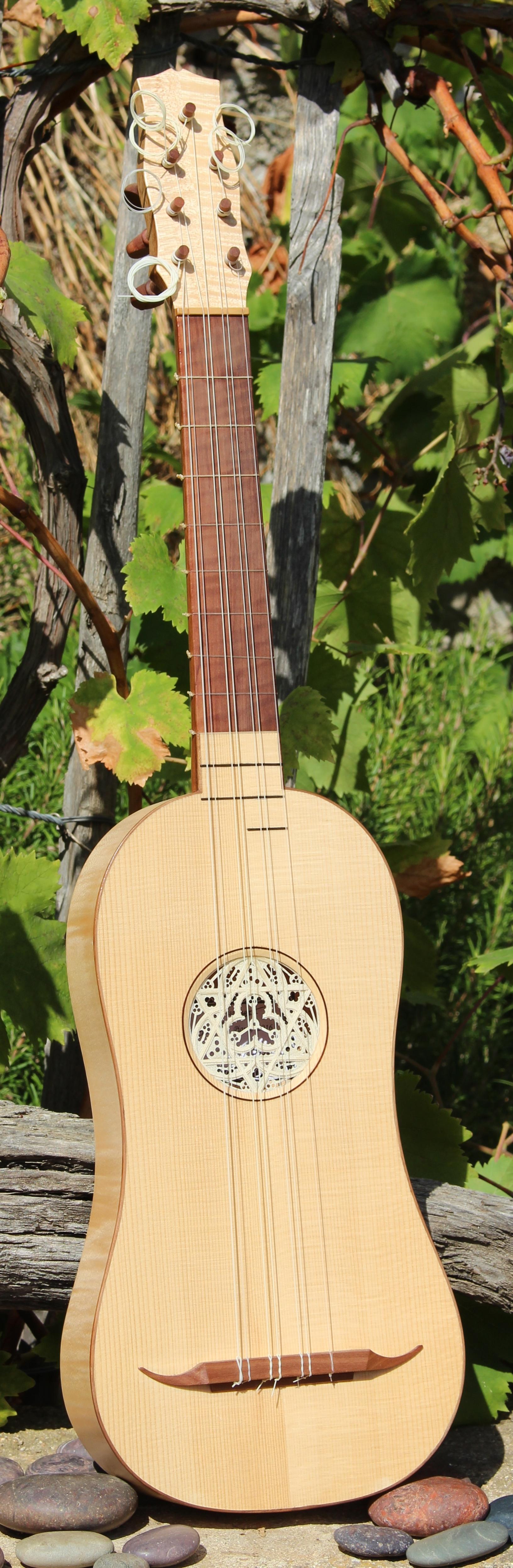 Guitare renaissance.JPG
