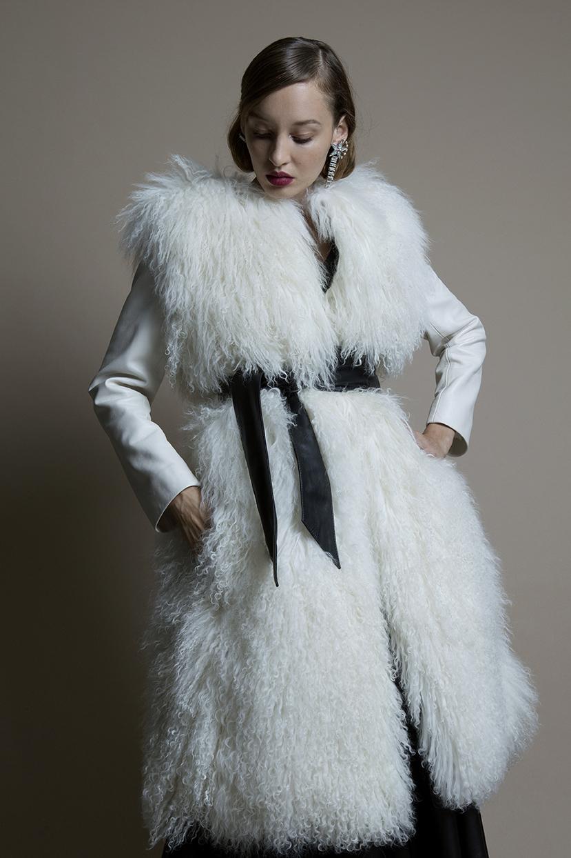 Winter wedding | Coat by Halfpenny London