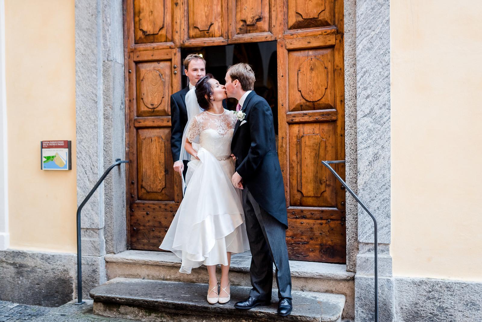 Beautiful bride Antoinette wore a wedding dress by Halfpenny London1