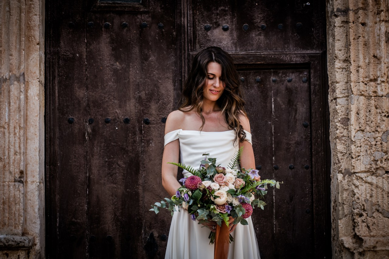 Beautiful bride Gill wore a wedding dress by Halfpenny London | Image by Andreu Doz