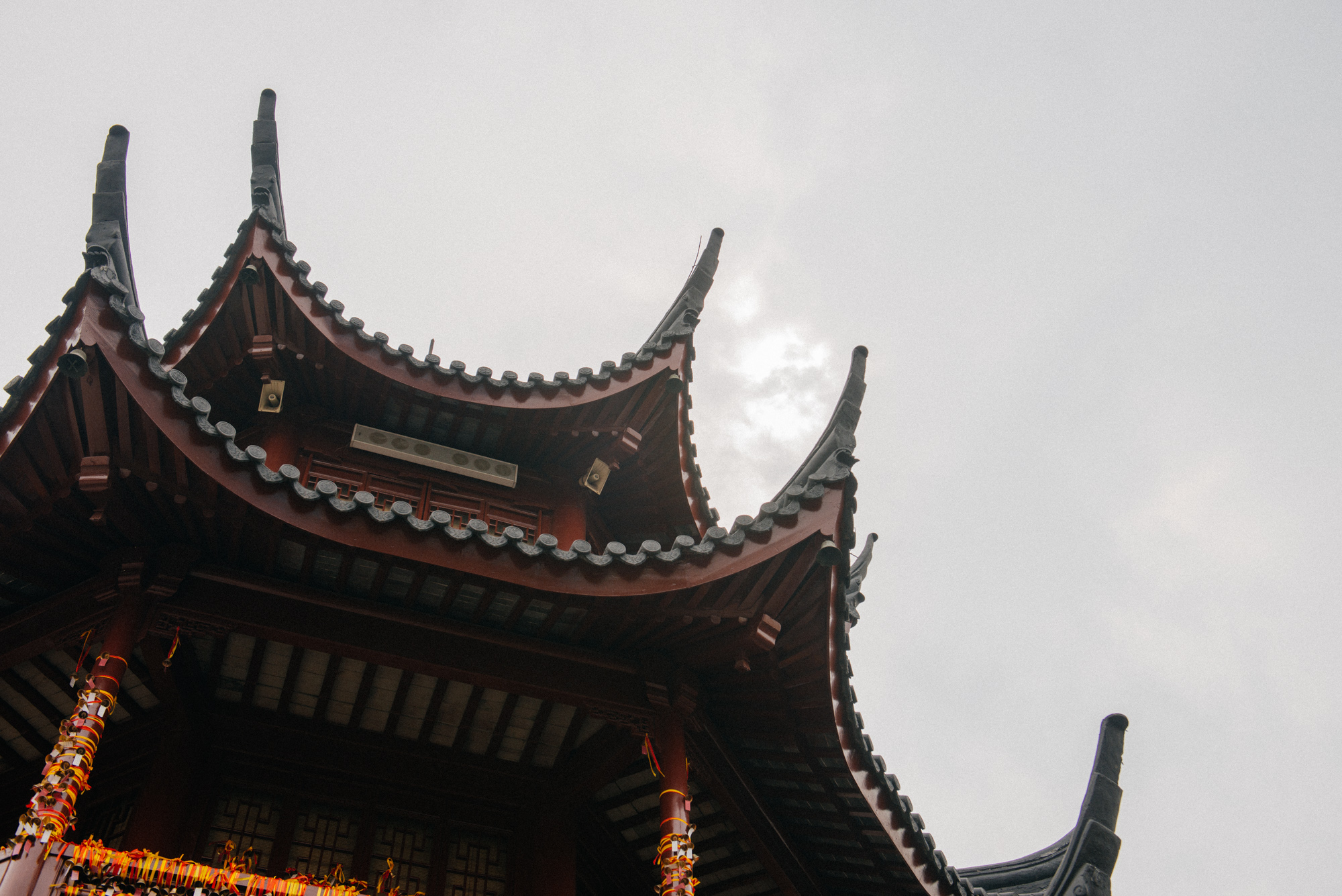 The roofs of the buildings are unique to this region and distinct from those in Beijing and Xi'an. It's amazing you can tell apart each region by the architecture of the roofs.