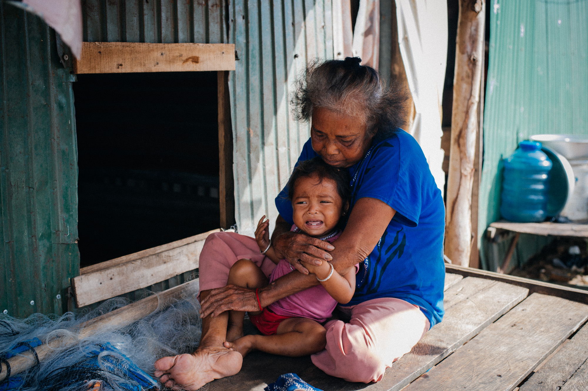 This little girl saw me and was scared. My non-asian face was so unusual to her that she just grabbed her (I think) grandma.