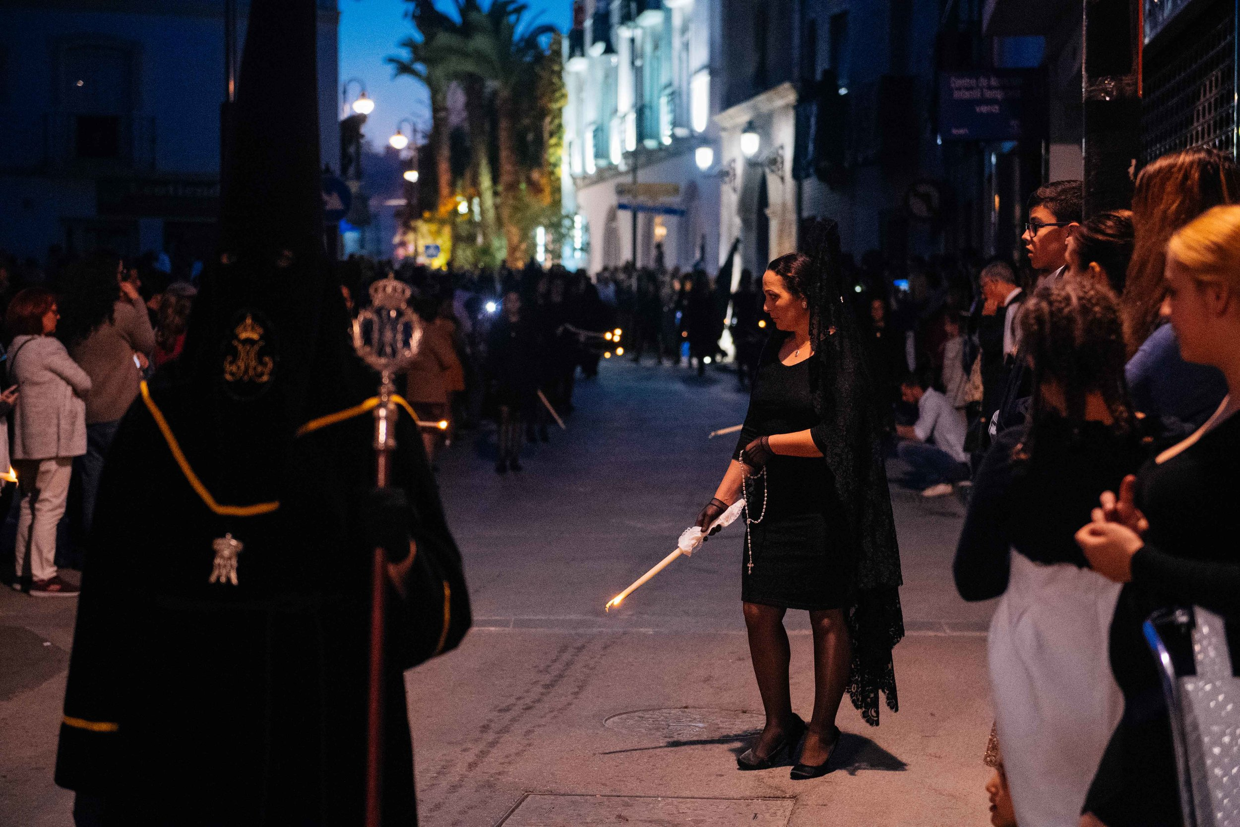 Traditionally, women have participated in the Holy Week processions as mourners, wearing an elegant but sober black dress with a traditional veil.