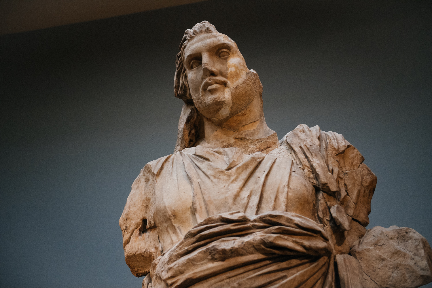 The image of king Maussollus himself. The statues are quite big, so they could be seen from great distances, probably.
