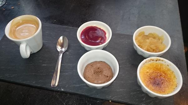 このお店の「カフェグルマンセット」の内容が日によって変わる事を証明する為に、別の日に戻ってきました。。チョコレートムースやリンゴのポワレなどに入れ替わり、やっぱり内容が変わっていました。。。