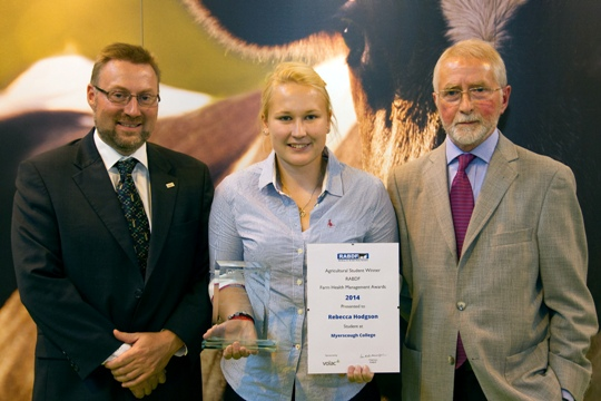 Rebecca Hodgson receives her trophy and certificate from John Reynolds, Volac and John Sumner, Chairman of the judges