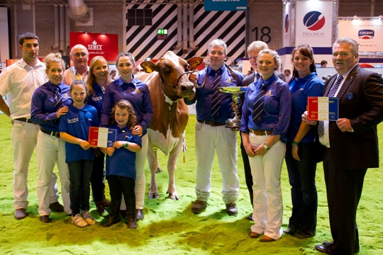 Supreme interbreed champion, Sandyford Clover 10 with Blaise Tomlinson, his family and show team