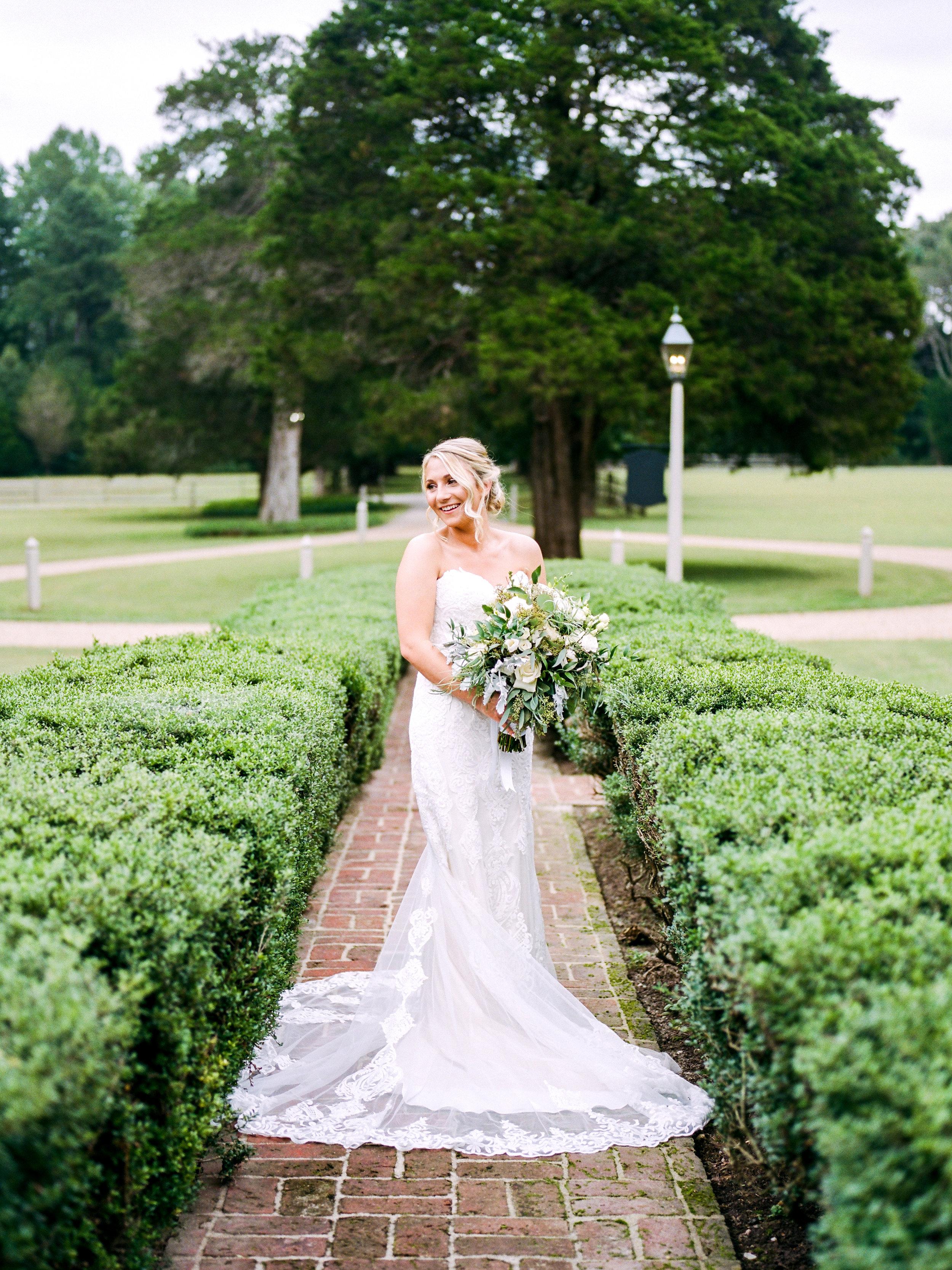 MeganMichael_BrideGroom_AmyNicolePhotography012.jpg