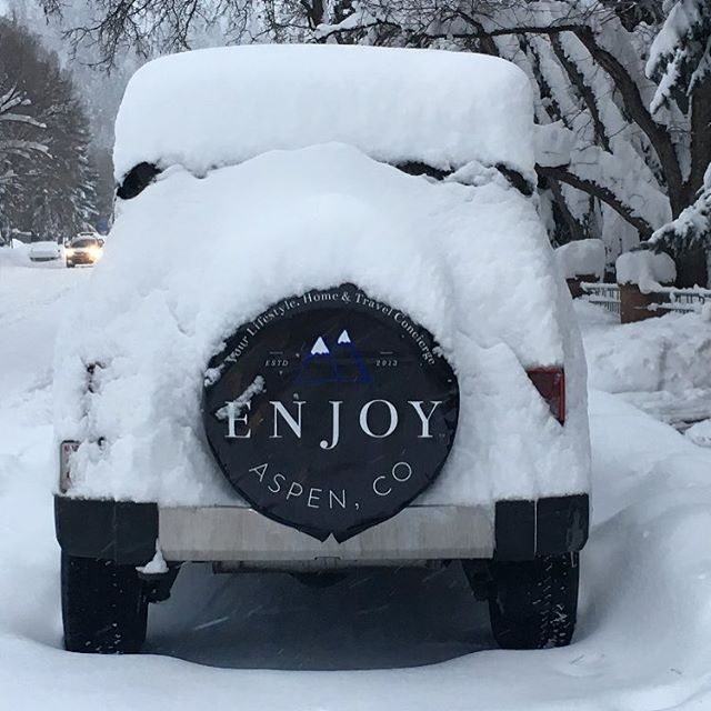 Just a little #snow out there today! 😜 #snowday #pow #aspen #enjoy #concierge #luxurylifestyle 🎿🌨❄️🏂