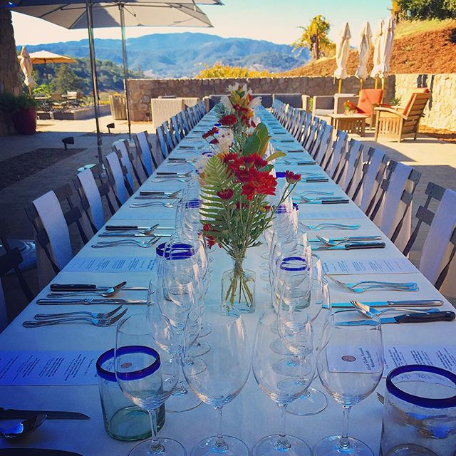 Imagine this: hosting a dinner party and actually enjoying it, too. #whatwedo #enjoynapa #concierge #lifestyle #vacation #dinnerparty #napa #letusdothework