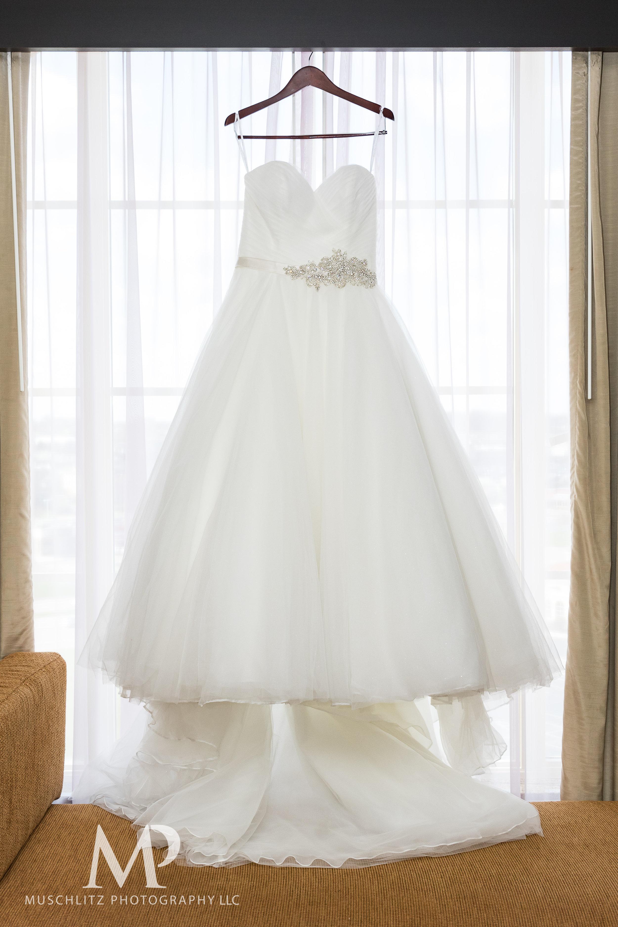 wedding-prep-hilton-polaris-columbus-ohio-muschlitz-photography-002.JPG