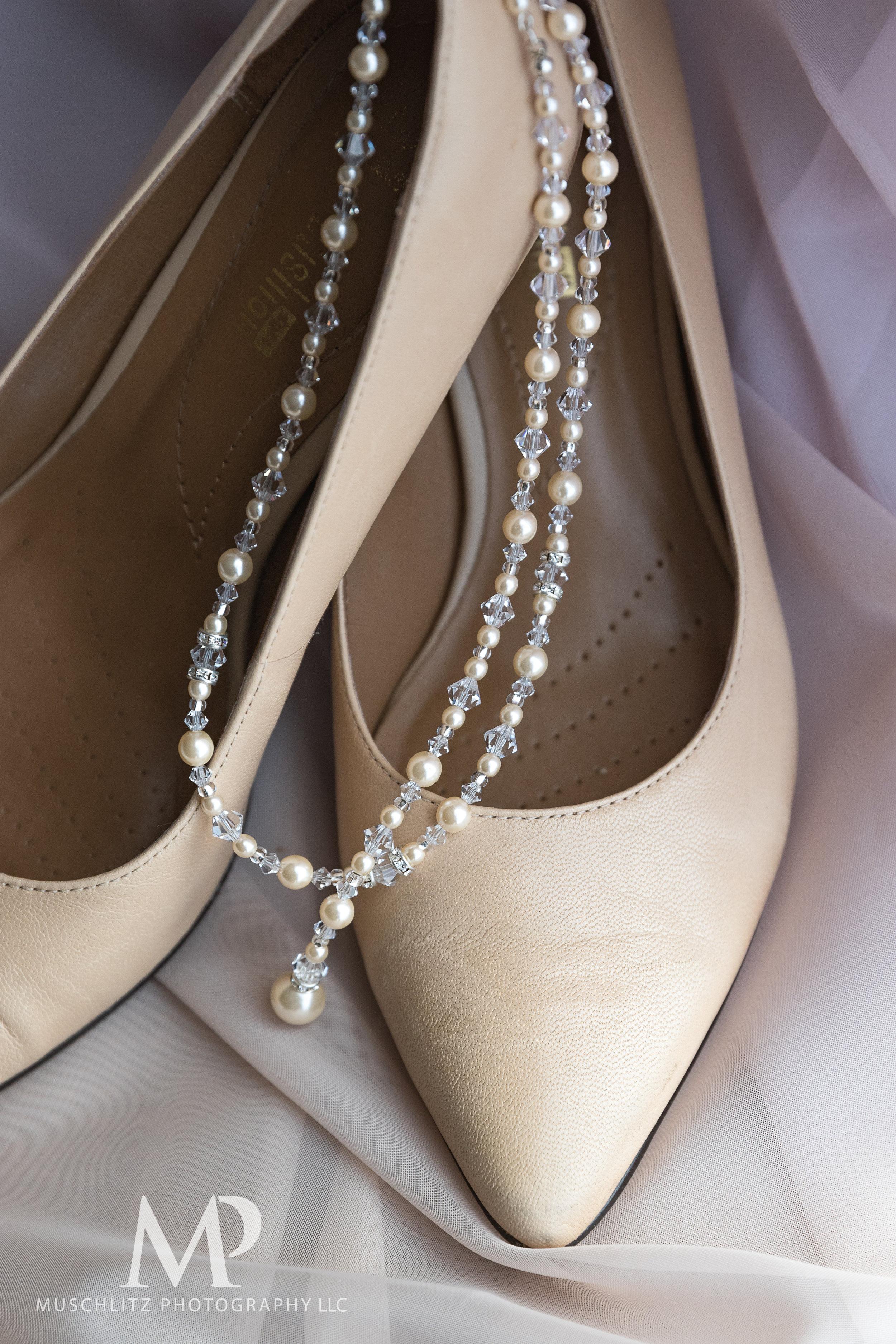 wedding-prep-hilton-polaris-columbus-ohio-muschlitz-photography-012.JPG