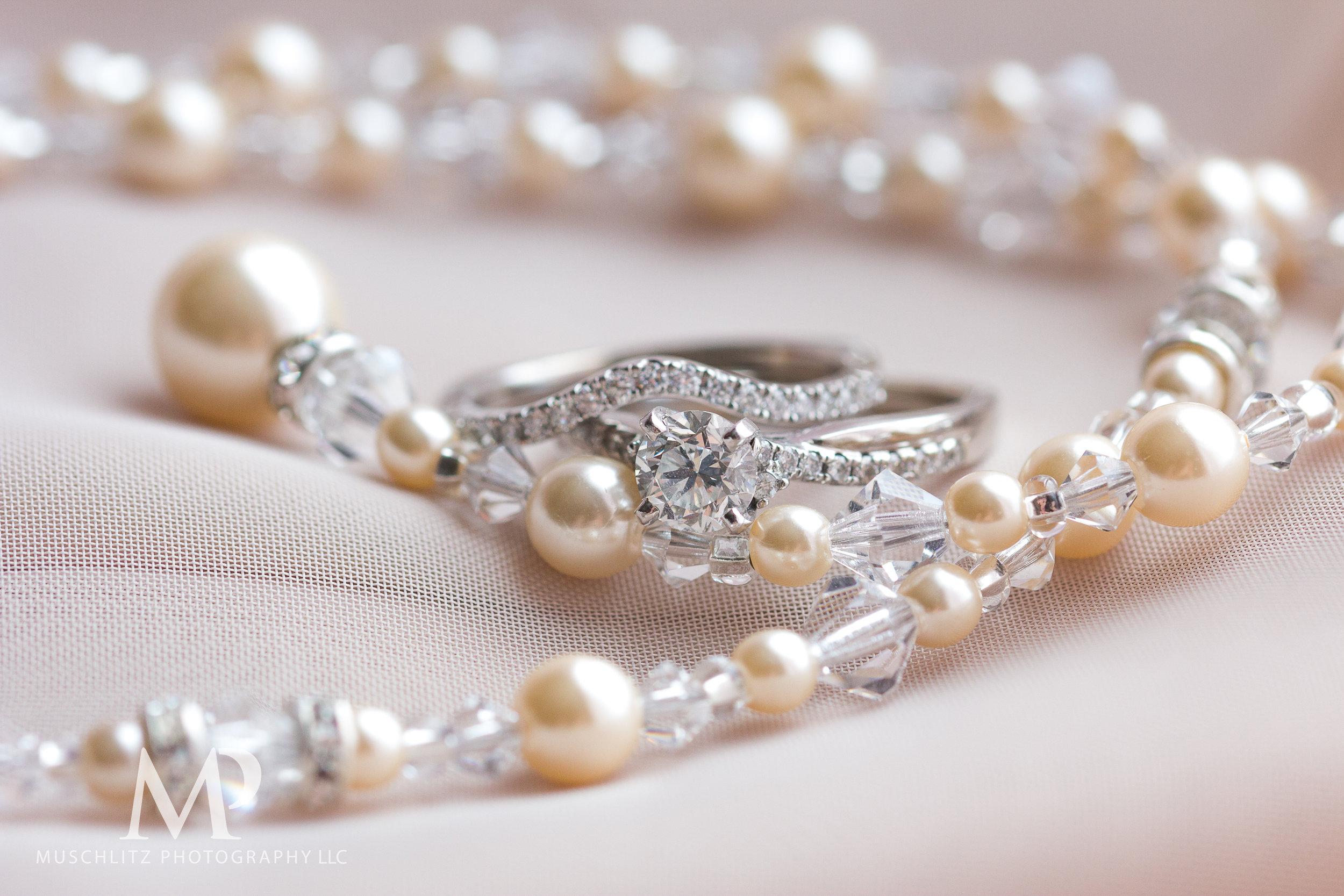 wedding-prep-hilton-polaris-columbus-ohio-muschlitz-photography-015.JPG