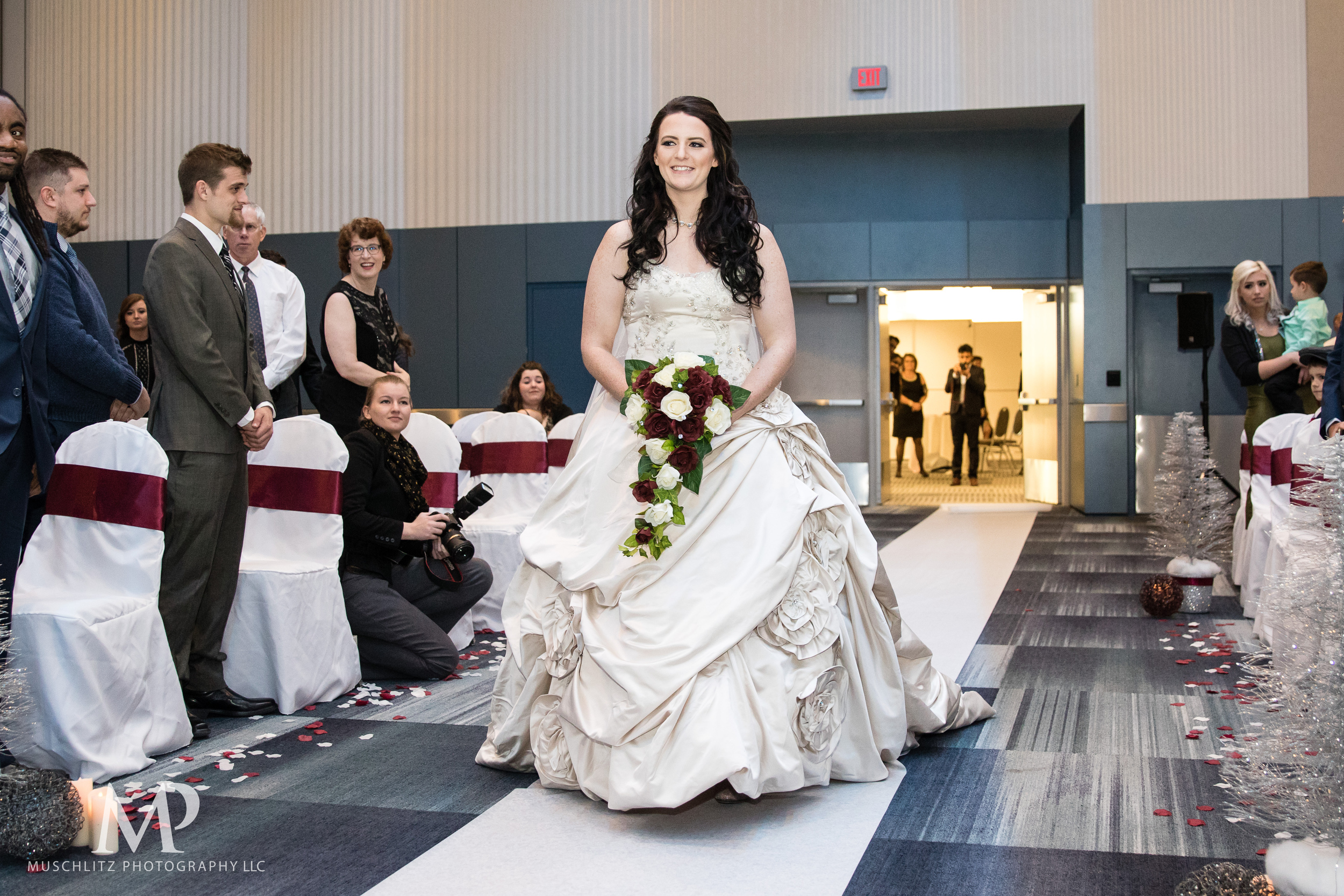 greater-columbus-convention-center-winter-wedding-ceremony-reception-portraits-columbus-ohio-muschlitz-photography-024.JPG