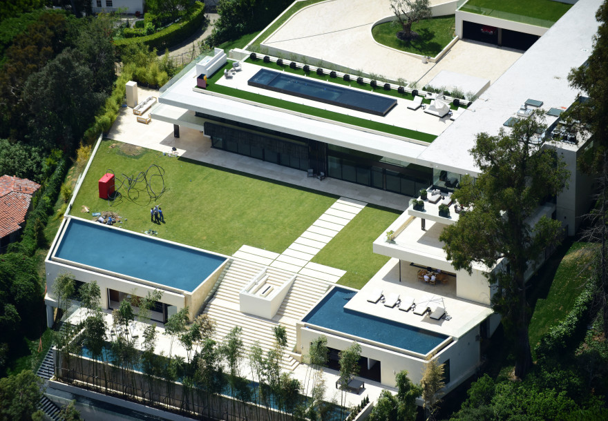 Jay Z & Beyonce Spares No Expense With This $120M Bid -