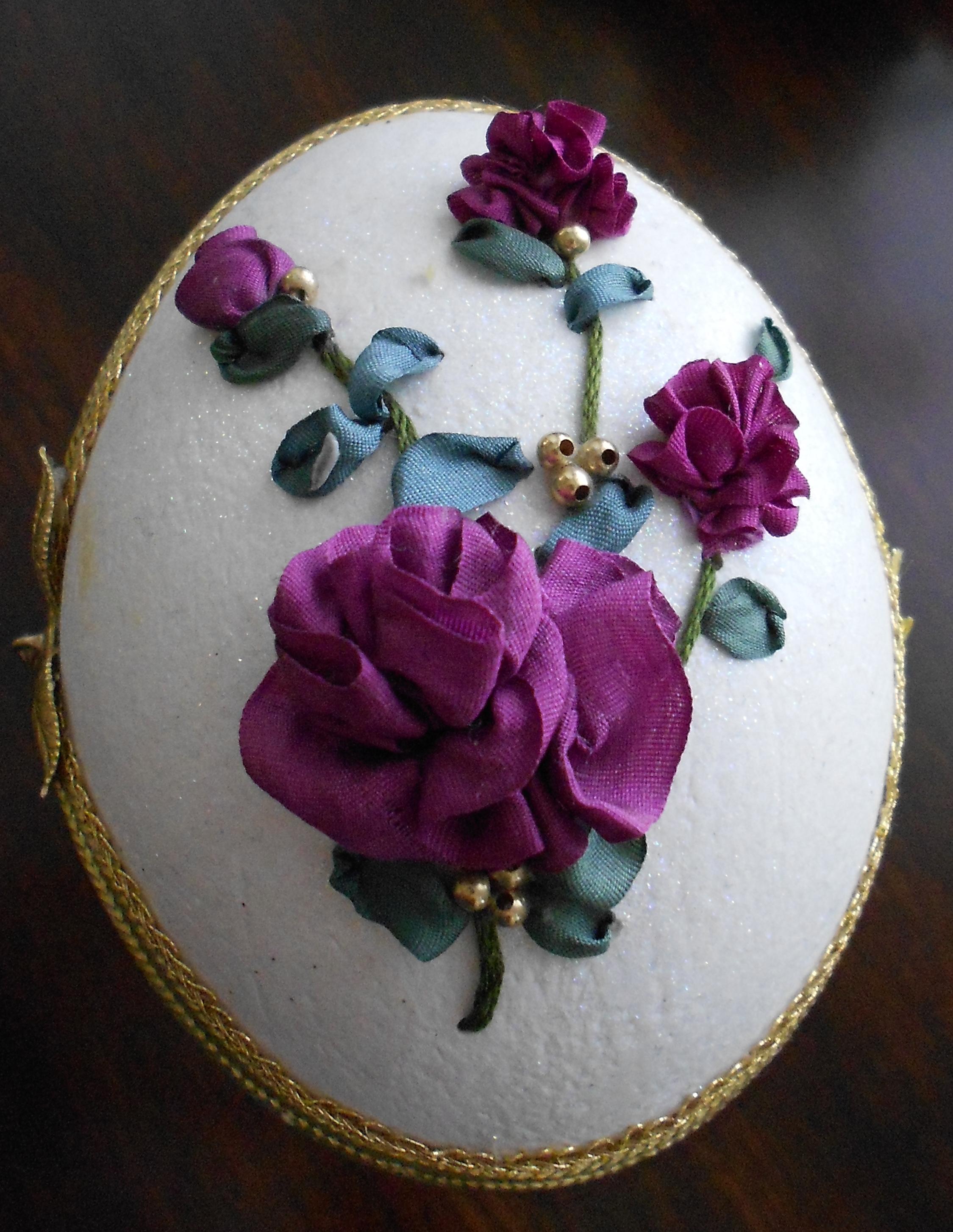 ribbon embroidered rhea egg.jpg