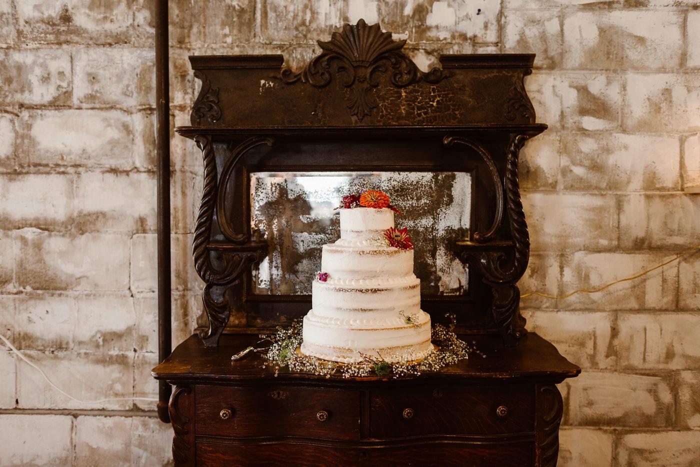 northern michigan naked wedding cake