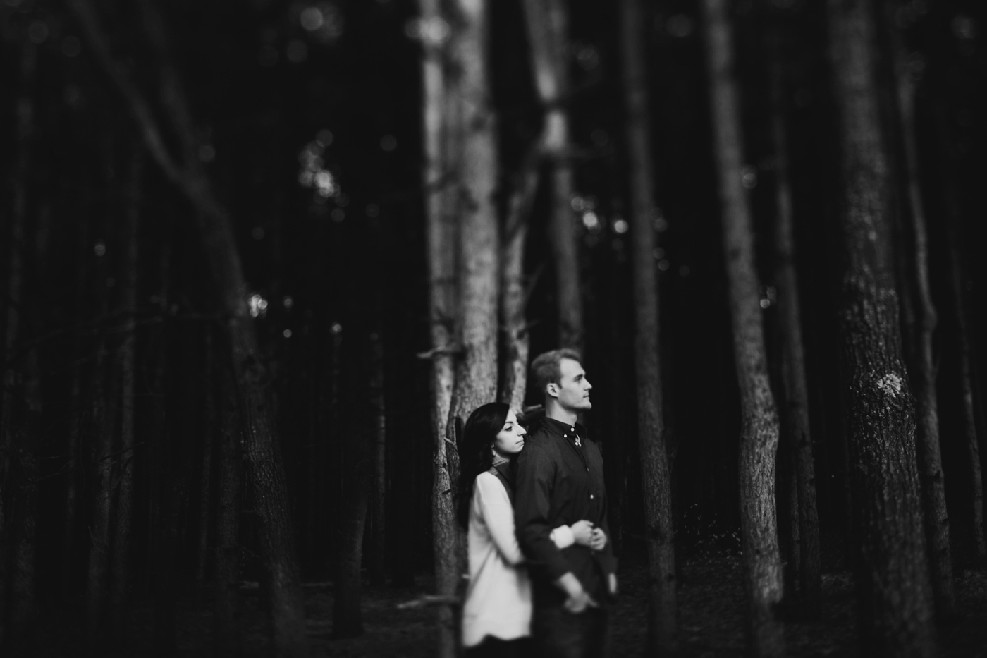 woodsy outdoor michigan engagement session