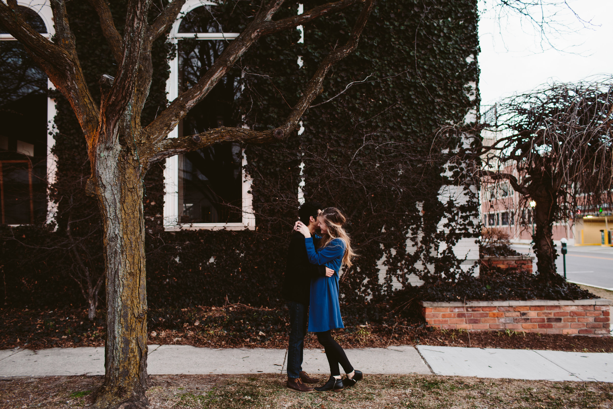 intimate downtown detroit engagement session