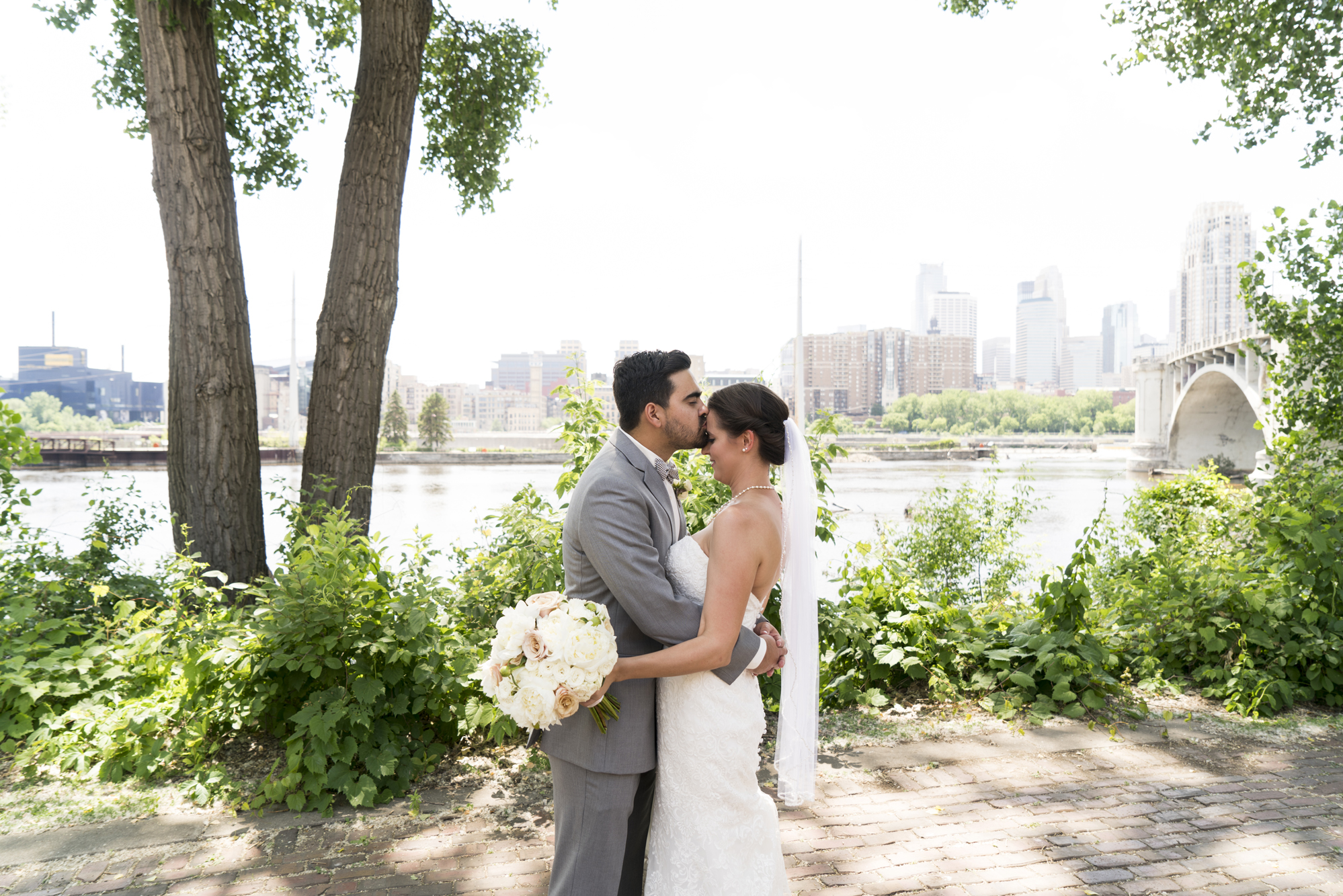 Outdoor Wedding Photos Minneapolis | Photography by Melissa Hesse | Rivets & Roses