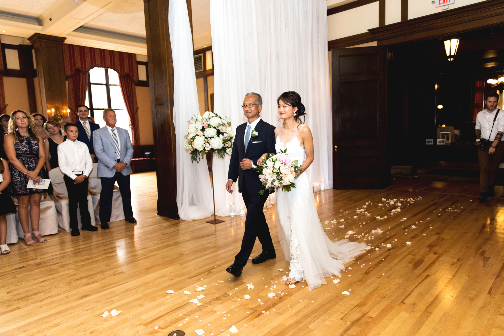 Minneapolis Club Wedding Minnesota | Photography by Nicole McCoy | Rivets & Roses