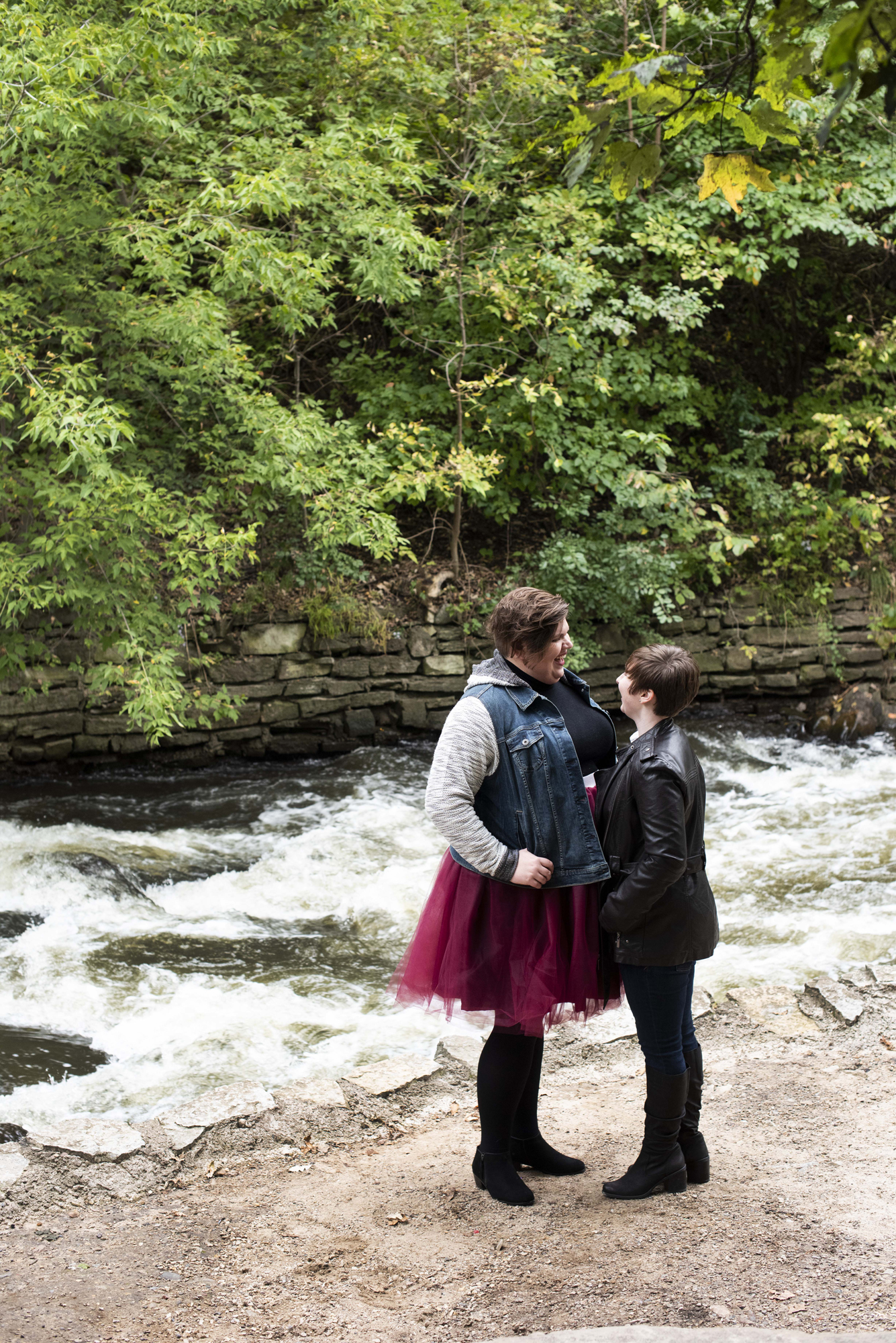 Minnehaha Falls Engagement Session Minneapolis, MN | Photography by Melissa Hesse | Rivets & Roses