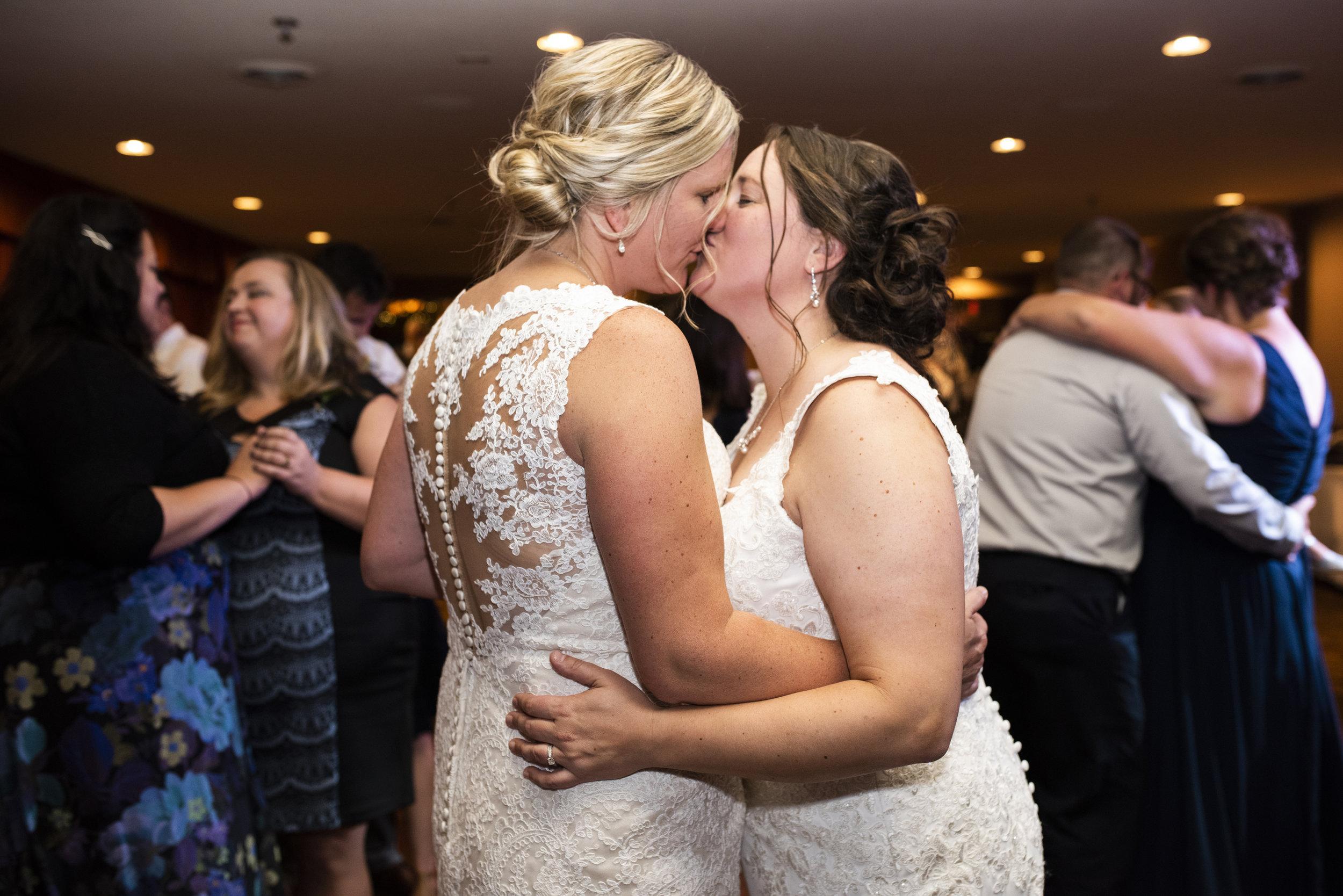Breezy Point Resort Wedding, Minnesota | Photography by Melissa Hesse | Rivets & Roses