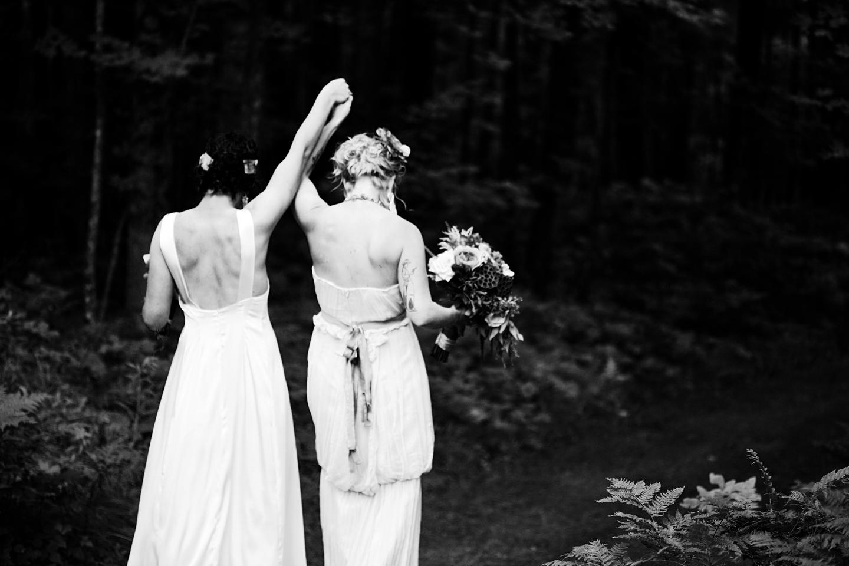 Finlayson, MN Wedding | Wedding Photographer Eliesa Johnson of Photogen Inc. | Based in Minneapolis, Minnesota