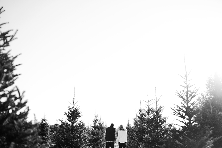 Krueger_Tree_Farm_Engagement_ShampBlog_0007