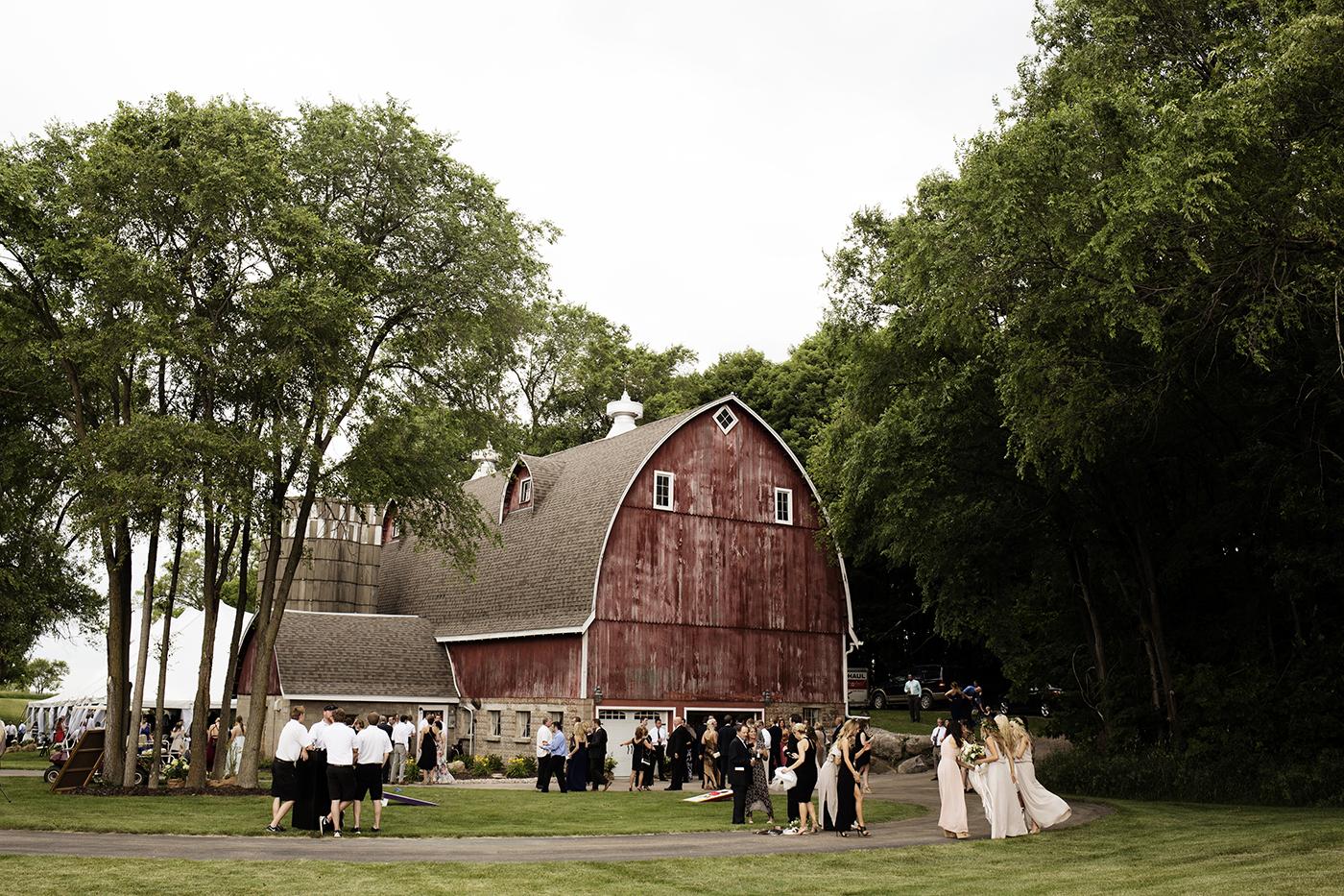 Buffalo MN Barn Wedding | Wedding Photographer | Photos by Photogen Inc. | Eliesa Johnson | Based in Minneapolis, Minnesota