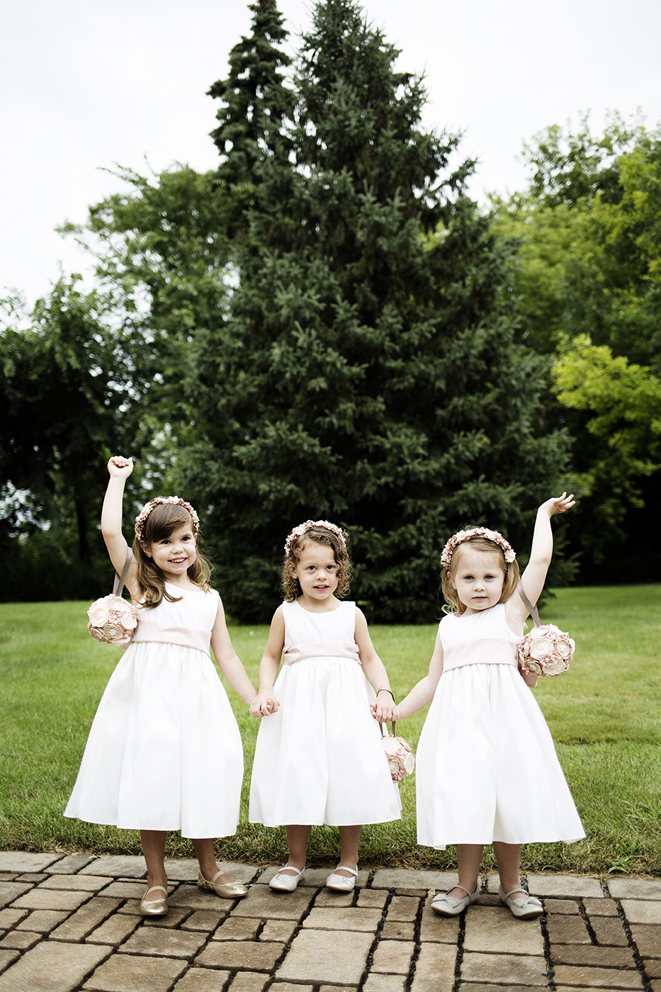 Flower Girls | Diamond Lake Lutheran Church Wedding | Minneapolis Wedding Photographer | Photos by Photogen Inc. | Eliesa Johnson