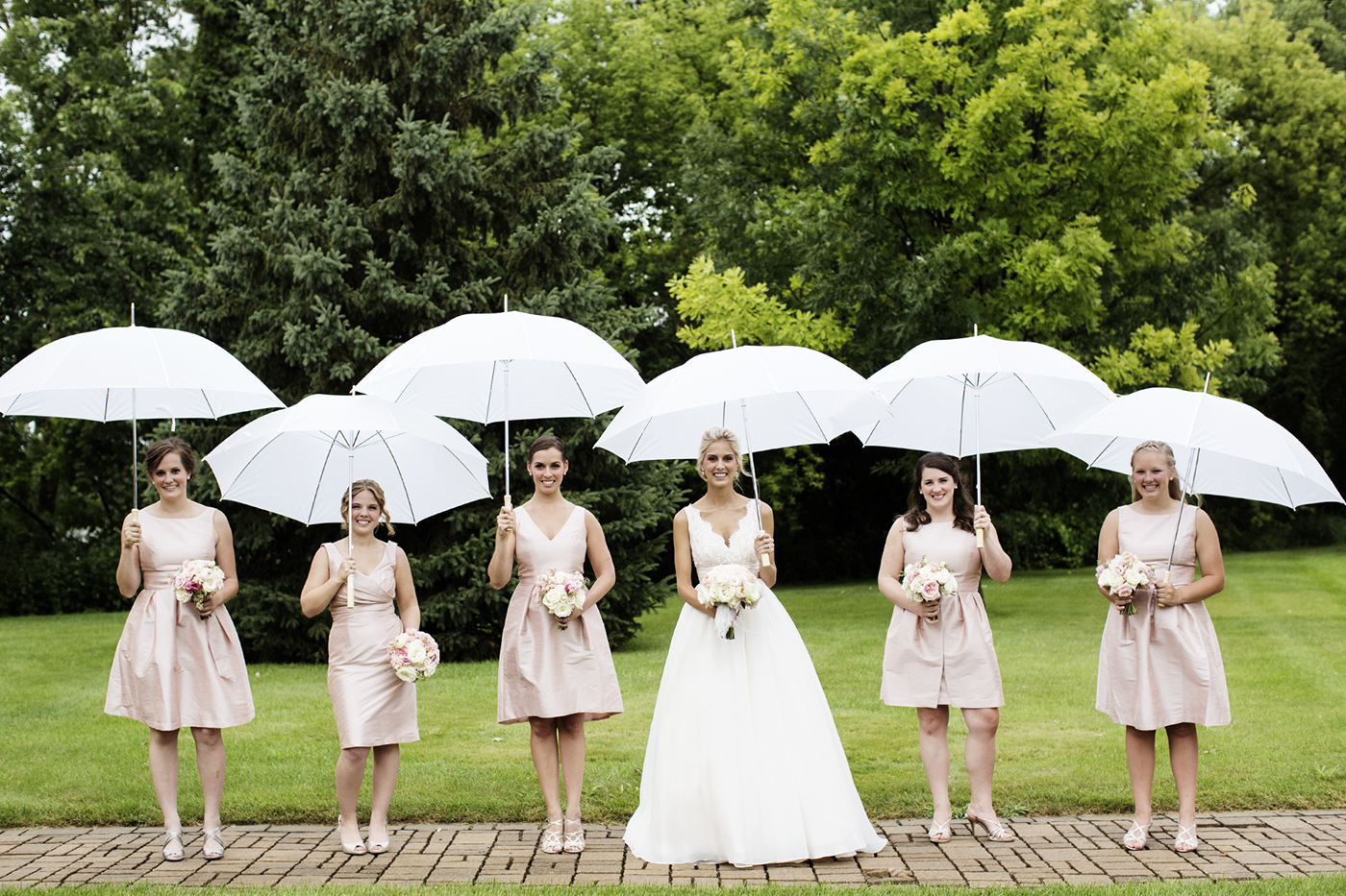 Bridesmaids with Umbrellas | Diamond Lake Lutheran Church Wedding | Minneapolis Wedding Photographer | Photos by Photogen Inc. | Eliesa Johnson