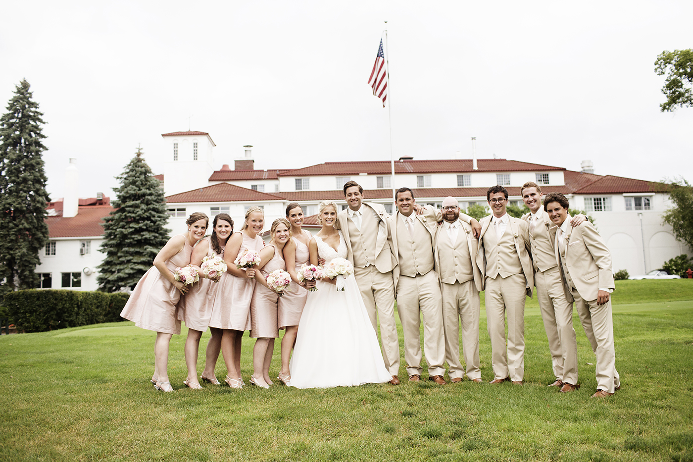 Lafayette Club Wedding Minnetonka Beach | Minneapolis Wedding Photographer | Photos by Photogen Inc. | Eliesa Johnson