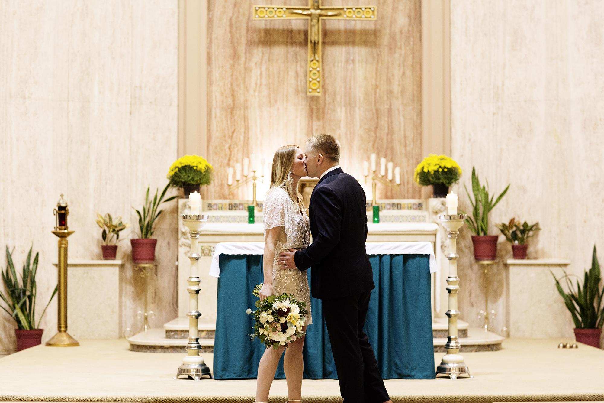 Private Church Ceremony Wedding Photos | Photography by Photogen Inc. | Eliesa Johnson | Based in Minneapolis, Minnesota