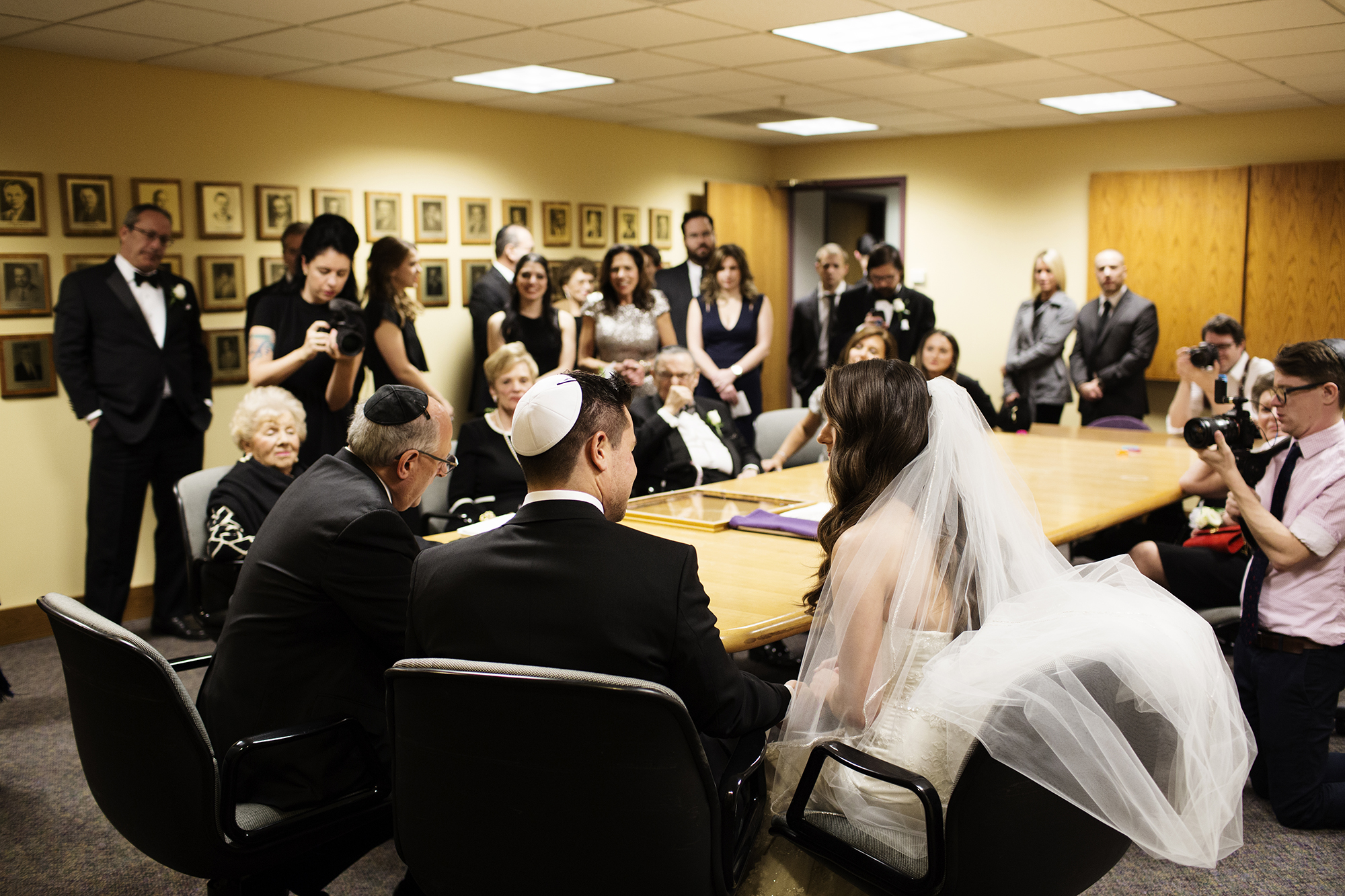 Adath Jeshurun Congregation Wedding Photos | Photography by Photogen Inc. | Eliesa Johnson | Based in Minneapolis, Minnesota
