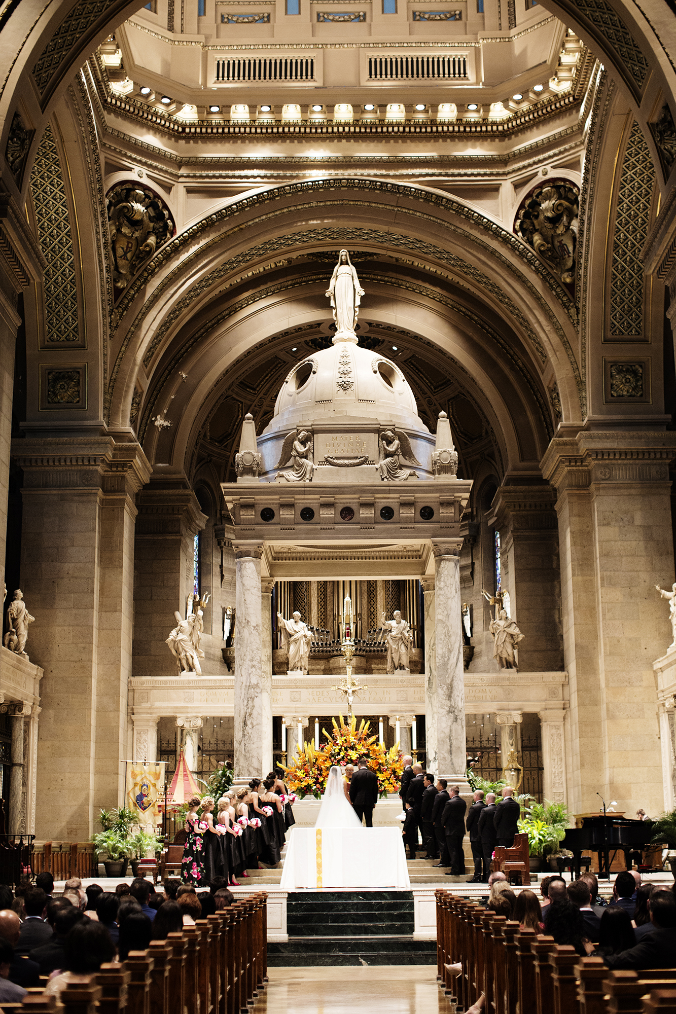 Basilica of St. Mary Wedding Photos | Photography by Photogen Inc. | Eliesa Johnson | Based in Minneapolis, Minnesota