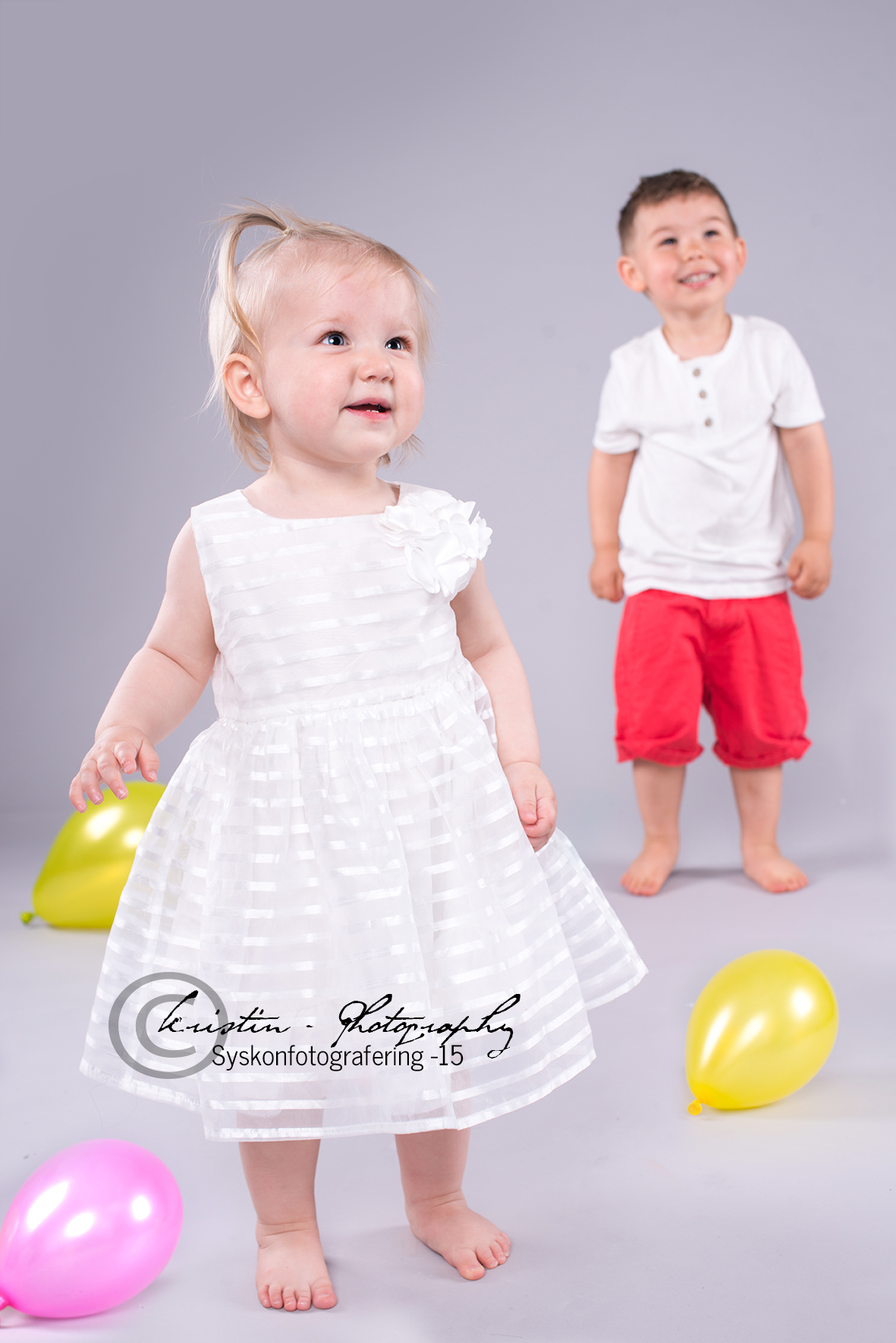 Det finns många saker som kan skänka en ett leende men ett barns skratt och lyckan i deras ögon smittar av sig och skänker ett lyckorus som håller än idag :)