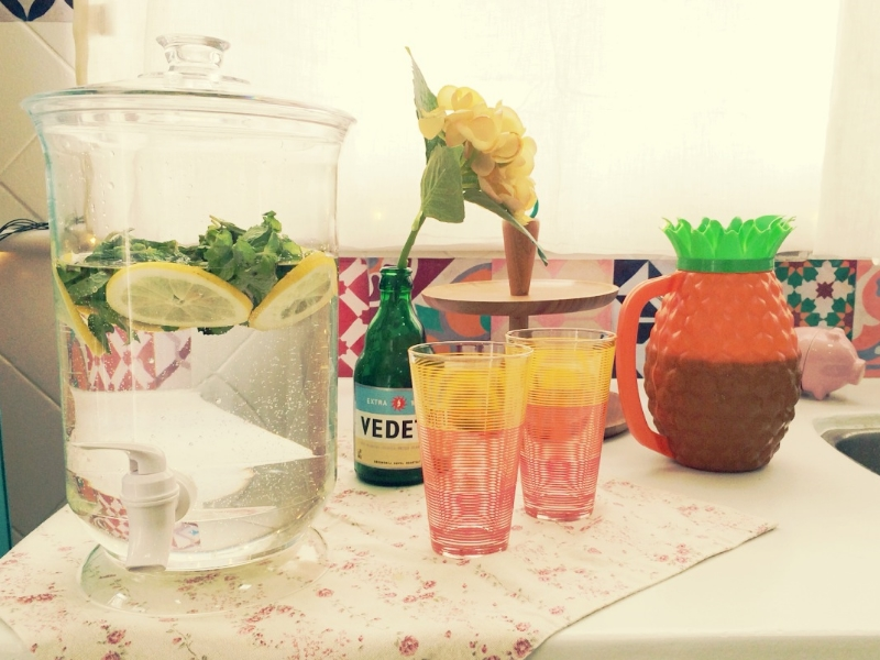 Água aromatizada com limão siciliano e hortelã.