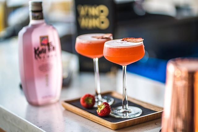 Strawberry and lychee martini anyone? 😋🍸