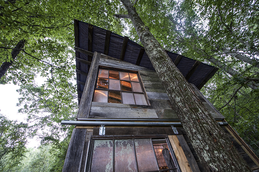 Luna_treehouse_back_deck.jpg