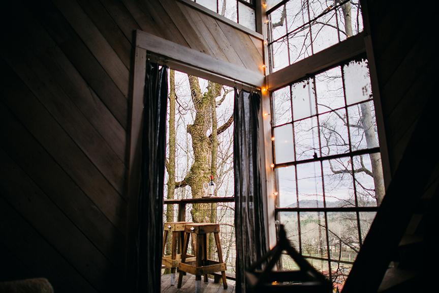 luna_treehouse_living_2.jpg
