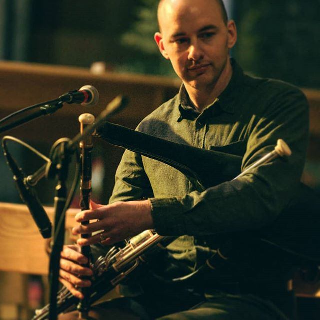 I'll be playing in the Cobblestone, Dublin next Tuesday 6th November as part of the 'Session with the Pipers' concert series. I'll be joining Liz & Yvonne Kane and Tadgh Maher for tunes and songs. Doors at 9. Hup!