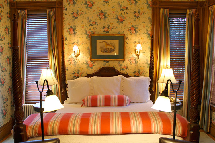 The conservatory- Room 1 with, King Bed, Shower- Burlington, vermont B&B