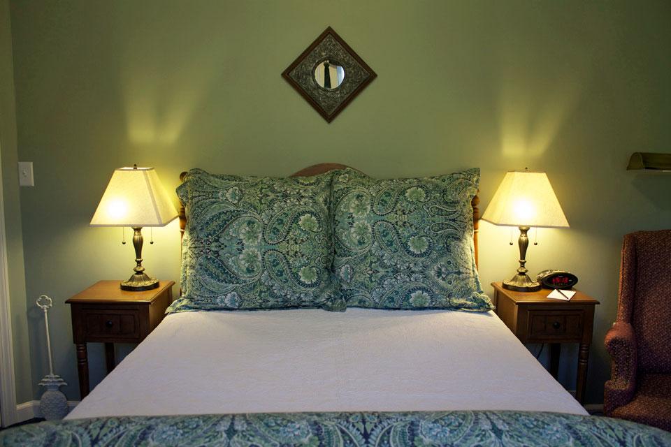 Lindseys Loft- Room 15 at the Willard Street Inn
