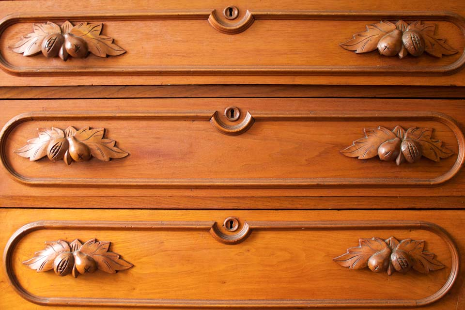 WSInn_woodhouse_suite_carved-dresser.jpg