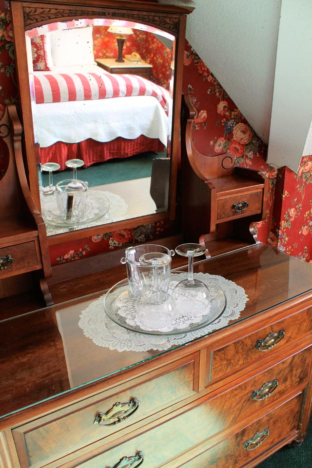 Victorian Bed and Breakfast in Burlington, Vermont: the Rose Garden Room at Willard St Inn