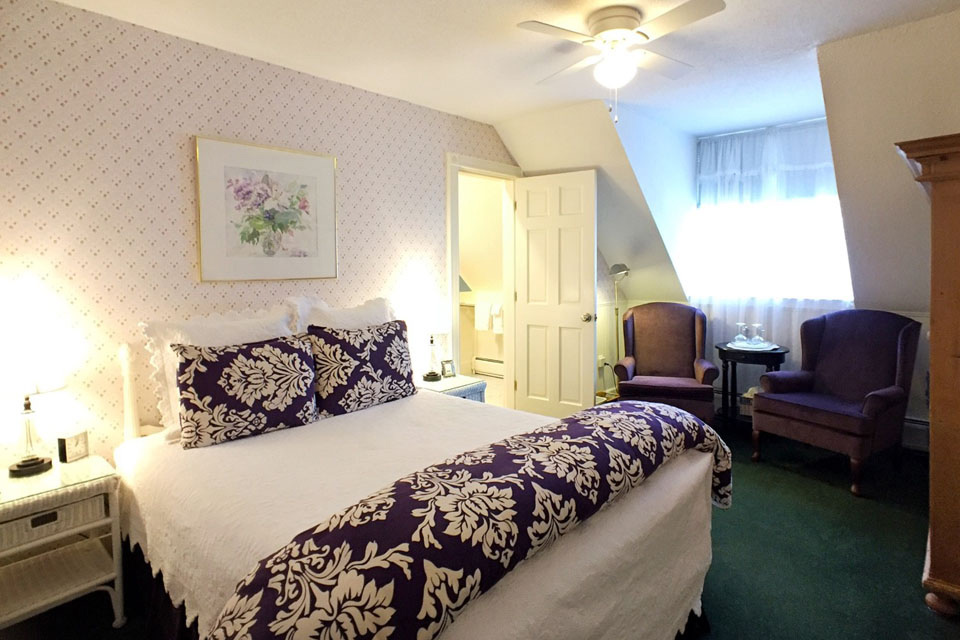 Periwinkle- Room 9 with Queen Bed and walk-in shower- WSInn in burlington, vermont